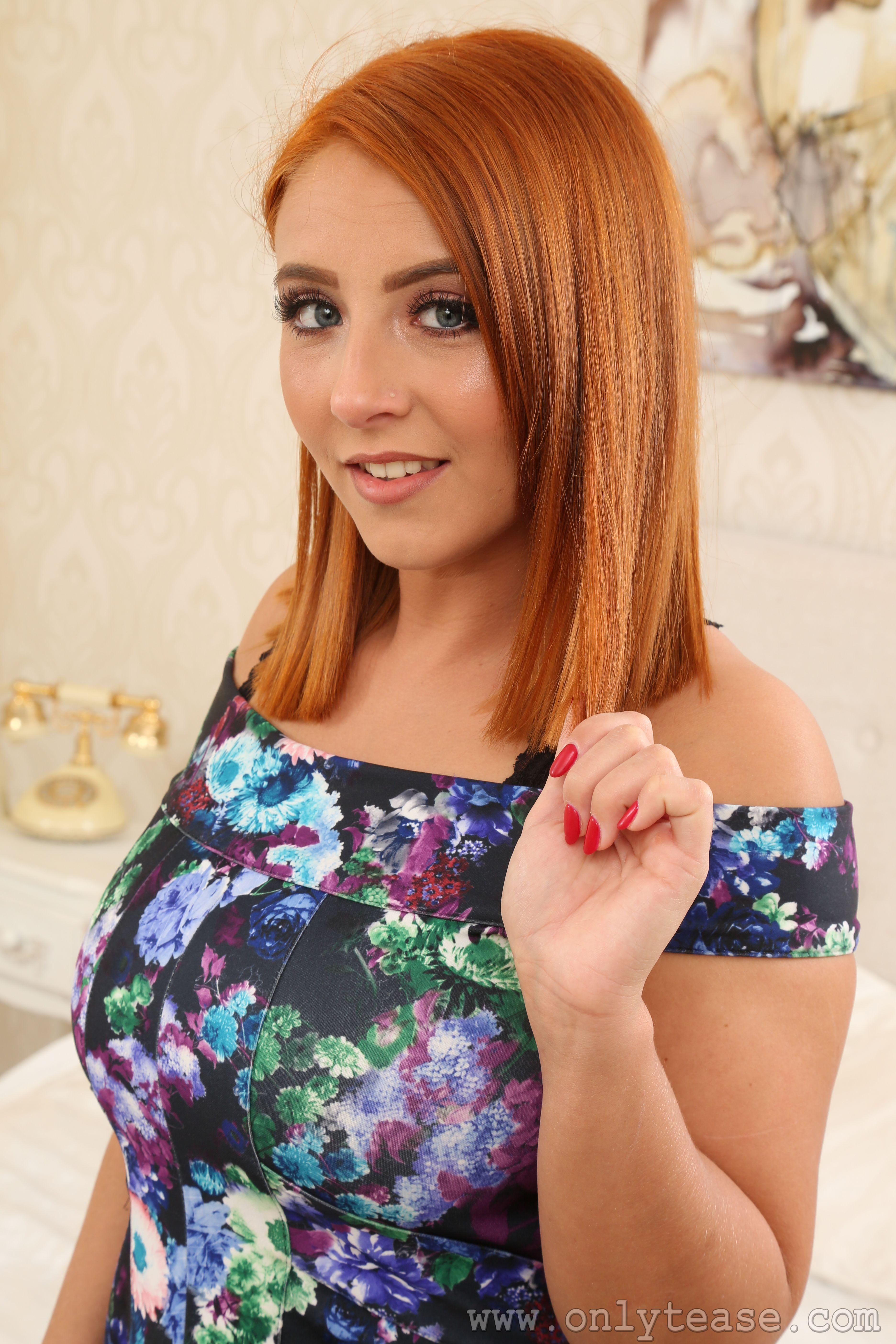 Foto Robyn J Rotschopf junge Frauen Hand Starren 3744x5616 für Handy Mädchens junge frau Blick