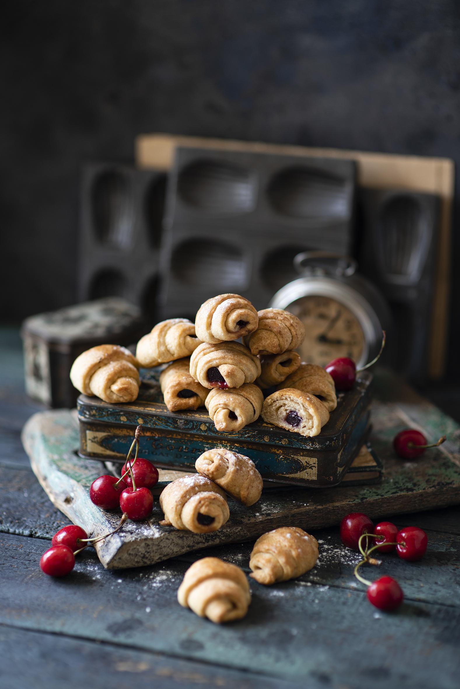 Immagine Croissant Ciliegia Cibo Tavole  per Telefono cellulare alimento