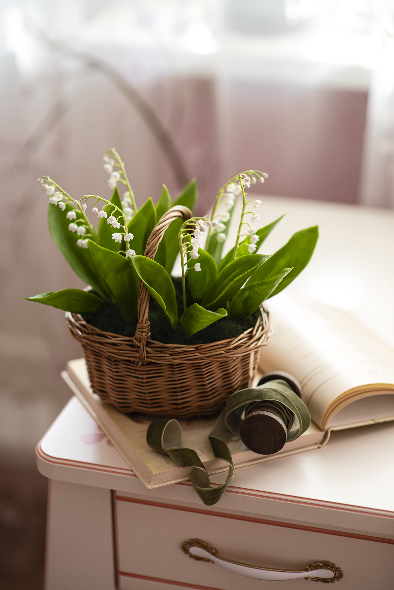 Picture flower Wicker basket Lilies of the valley books  for Mobile phone Flowers Book