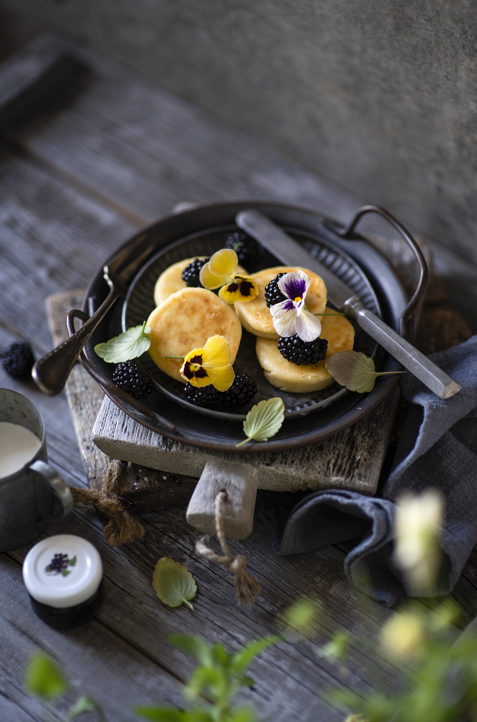 Desktop Wallpapers Pancake Viola tricolor Blackberry Frying pan Food boards  for Mobile phone hotcake Pansies heartsease Johnny Jump up frypan Wood planks