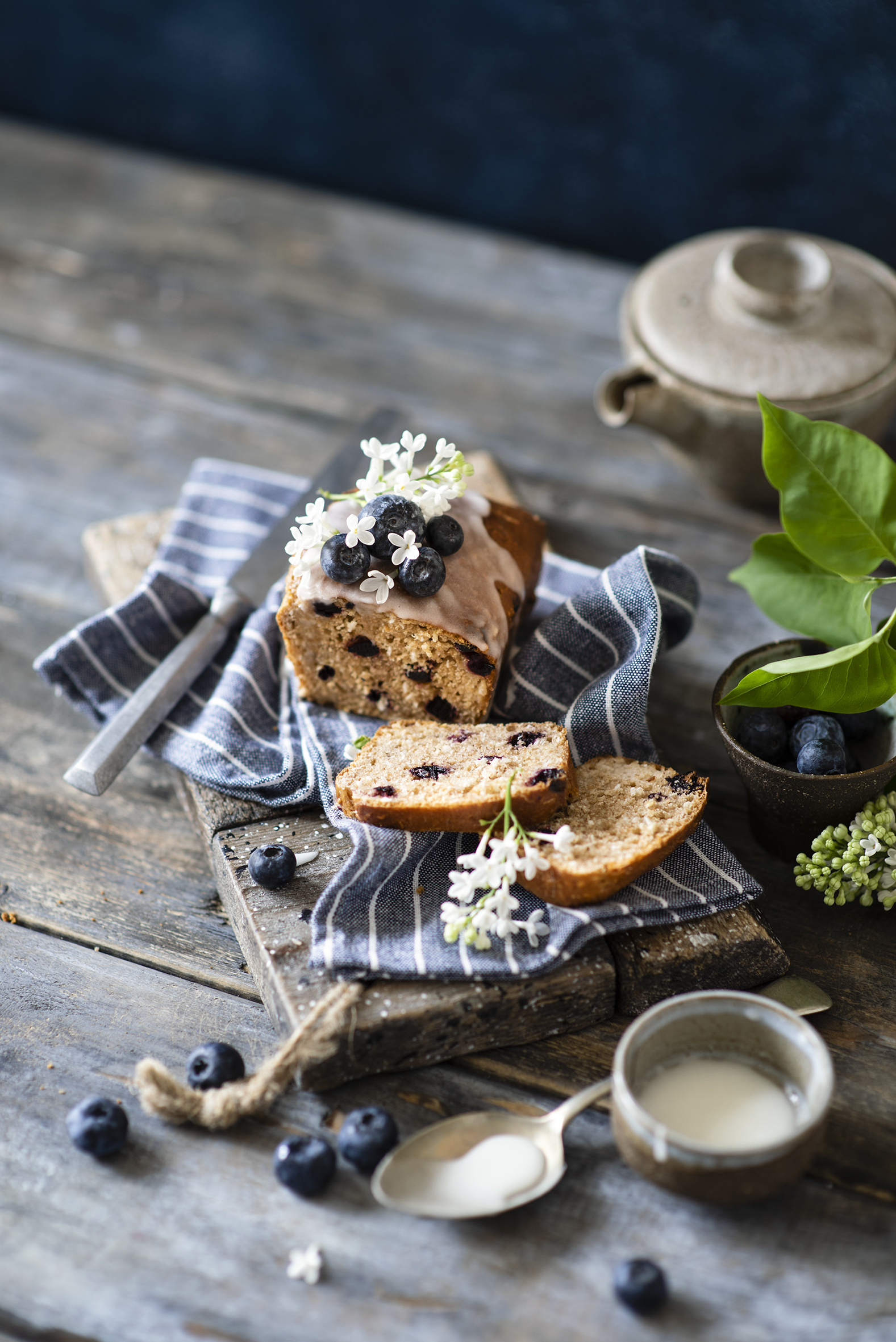 Images Pound Cake Blueberries Food Pastry boards  for Mobile phone baking Wood planks