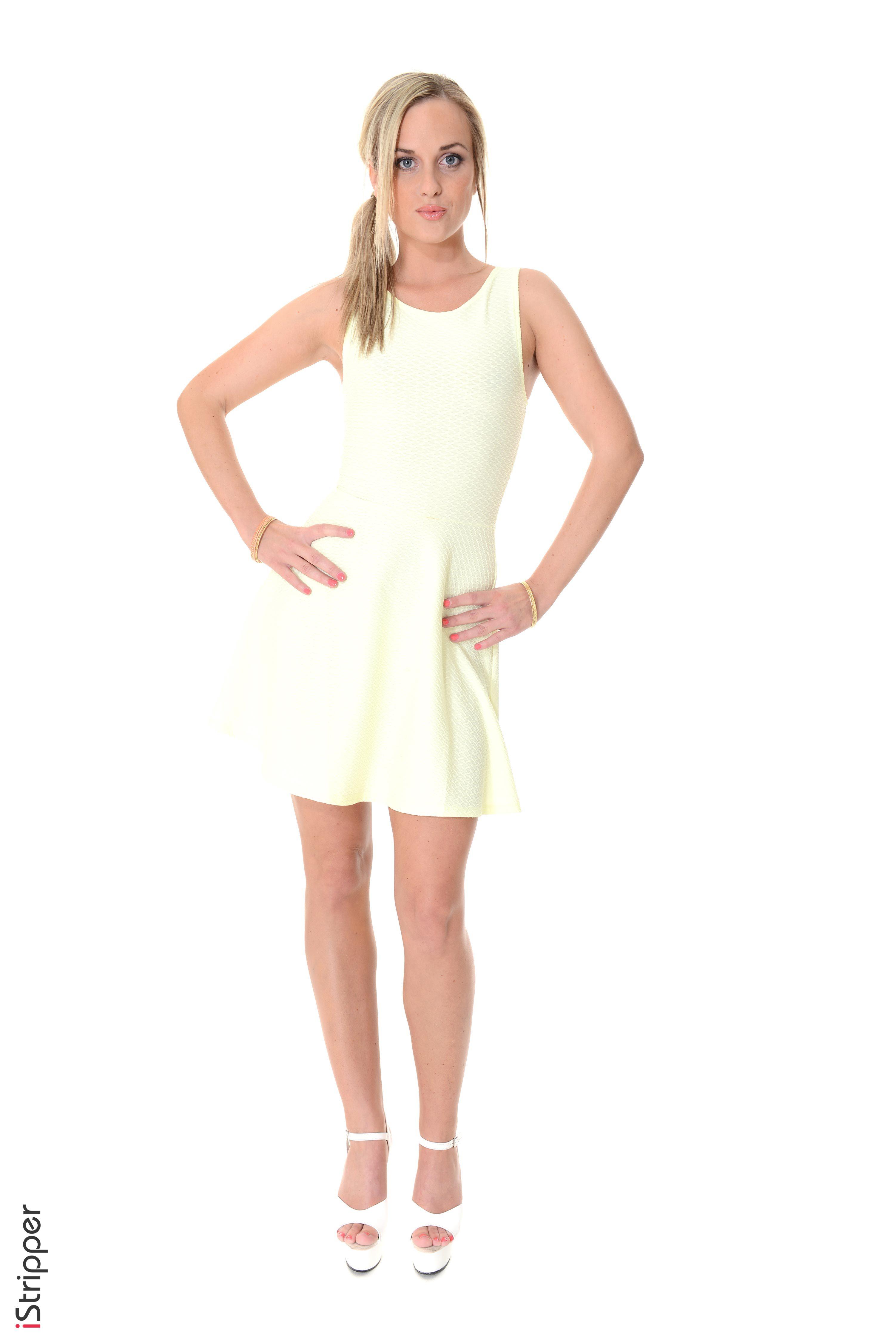 Desktop Hintergrundbilder Vinna Reed Blondine iStripper junge Frauen Bein Hand Weißer hintergrund Kleid Stöckelschuh  für Handy Blond Mädchen Mädchens junge frau High Heels