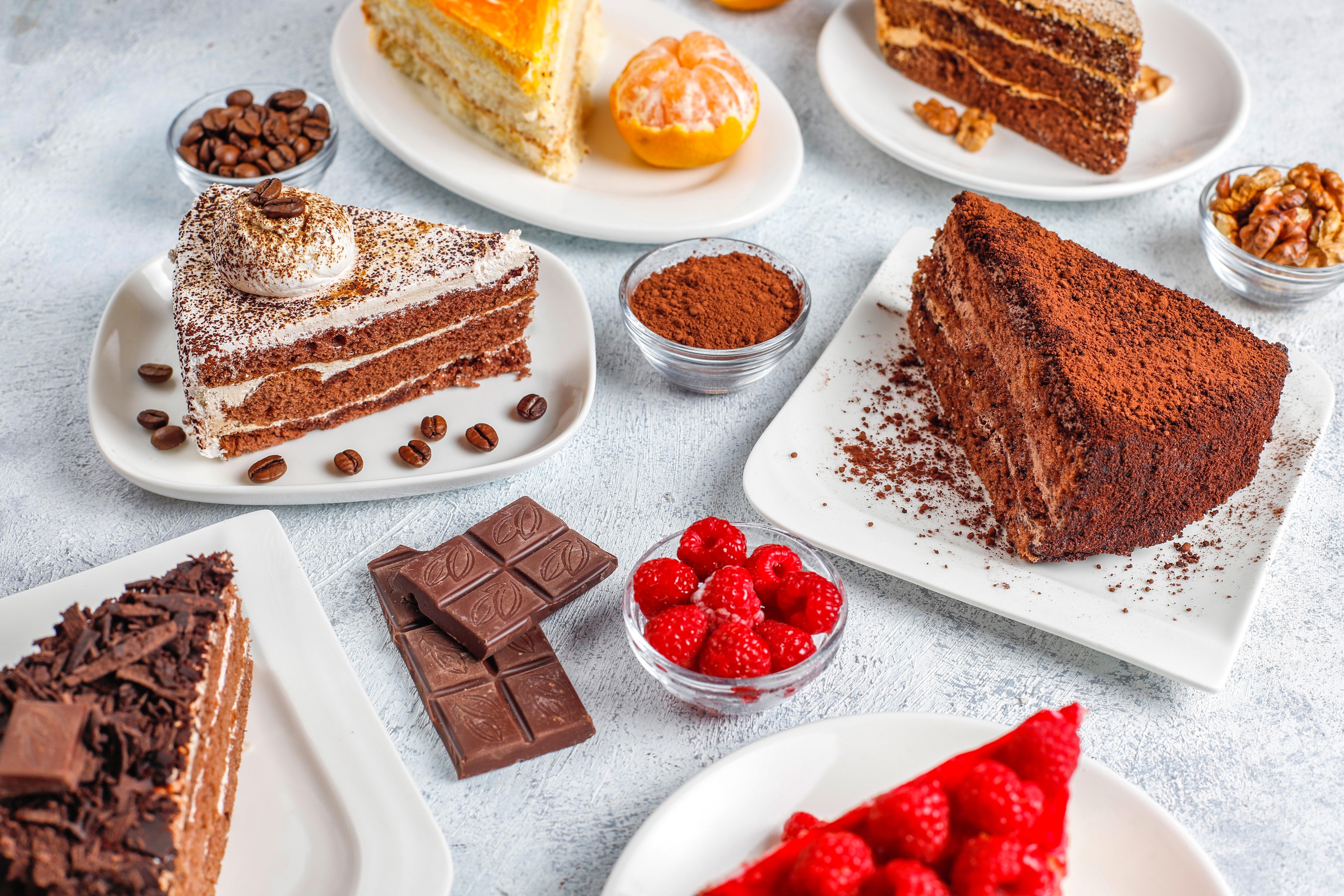 Bilde Sjokoladeplate Kake Dessert stykker Bringebær Mat Stykke