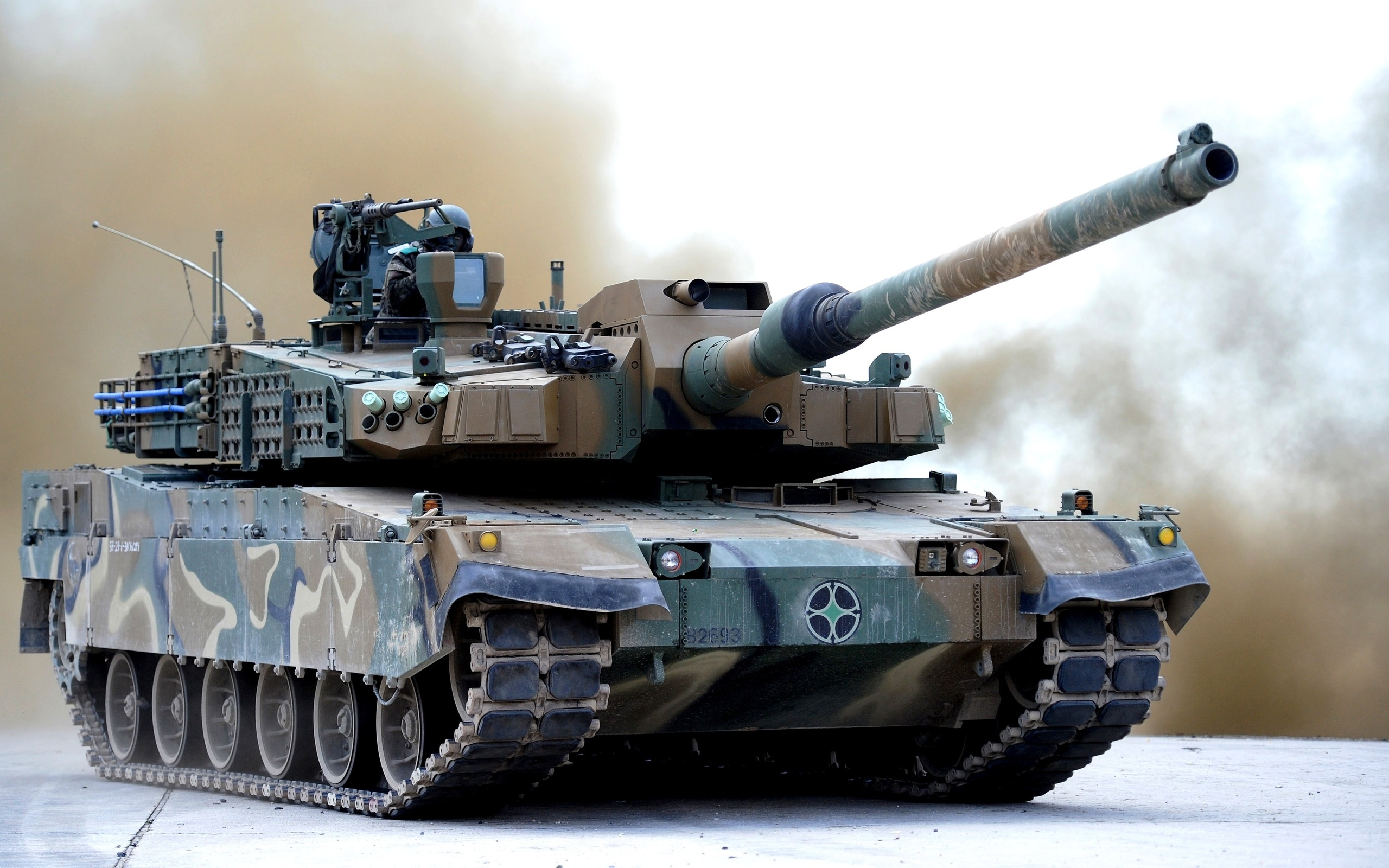 Tanks_2K_Black_Panther_549291_2560x1600.jpg
