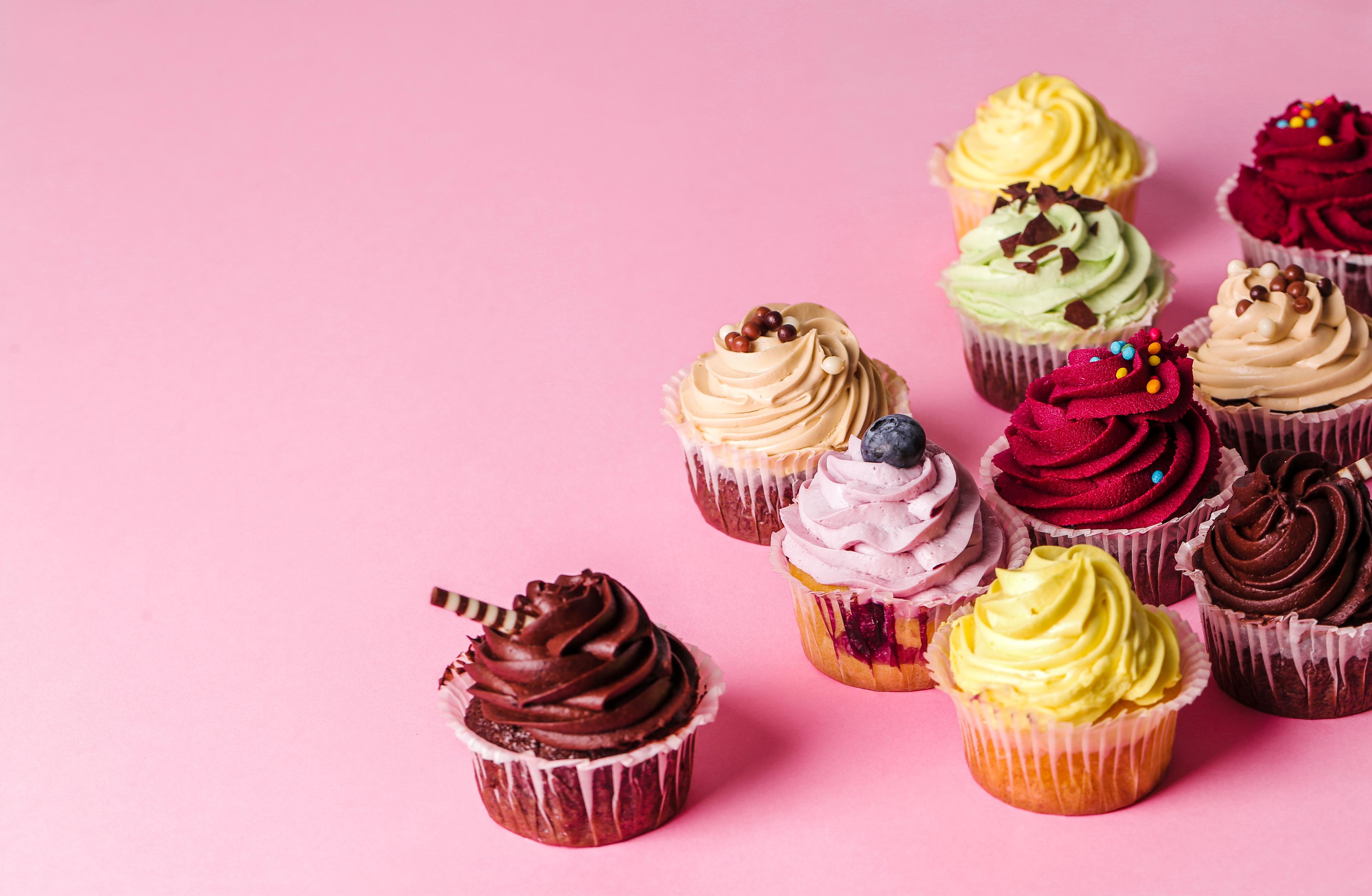Bilder von Mehrfarbige Lebensmittel Törtchen Design Farbigen hintergrund 4000x2613 Bunte