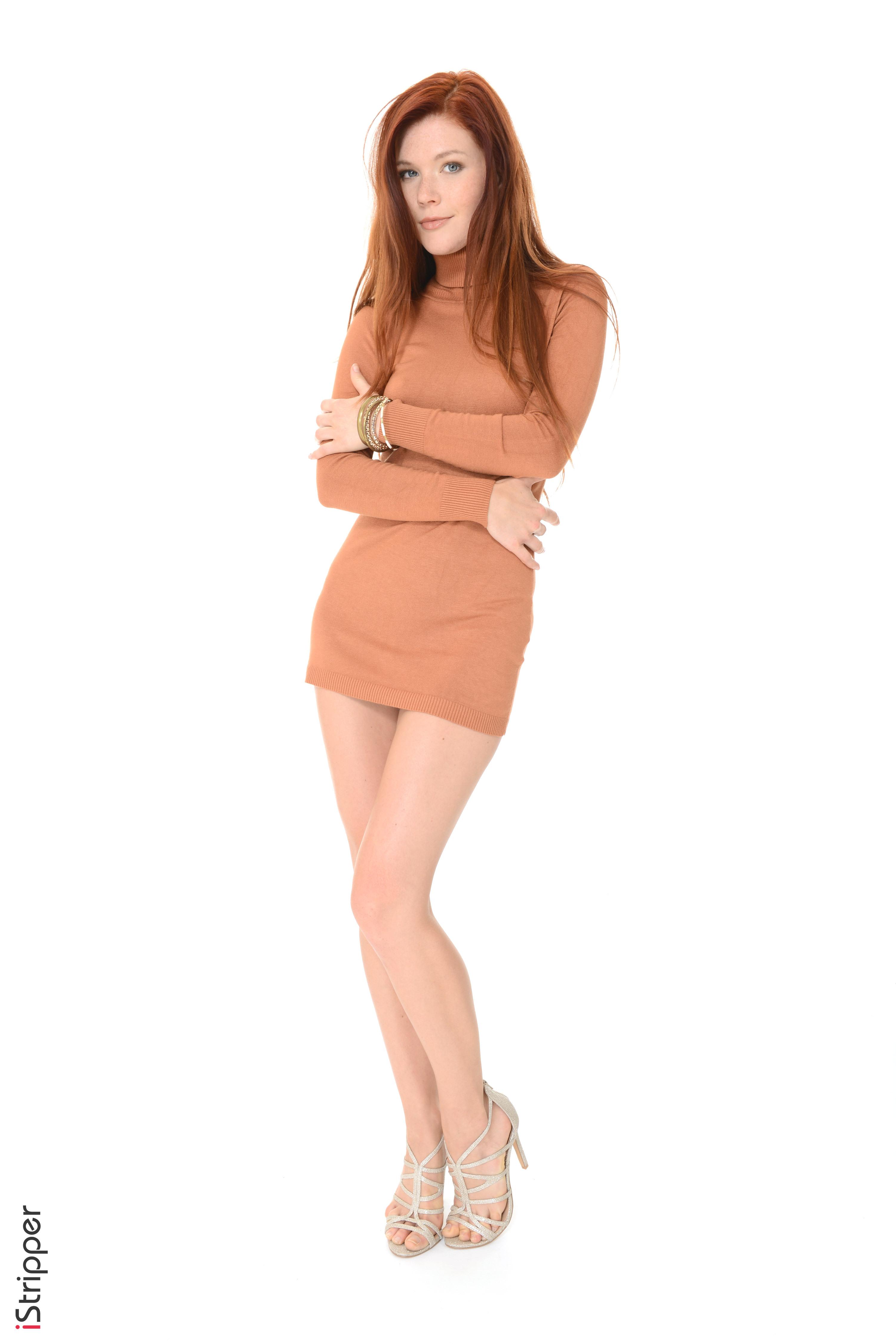 Foto Mia Sollis Rotschopf iStripper junge Frauen Bein Weißer hintergrund Kleid High Heels 3003x4500 für Handy Mädchens junge frau Stöckelschuh