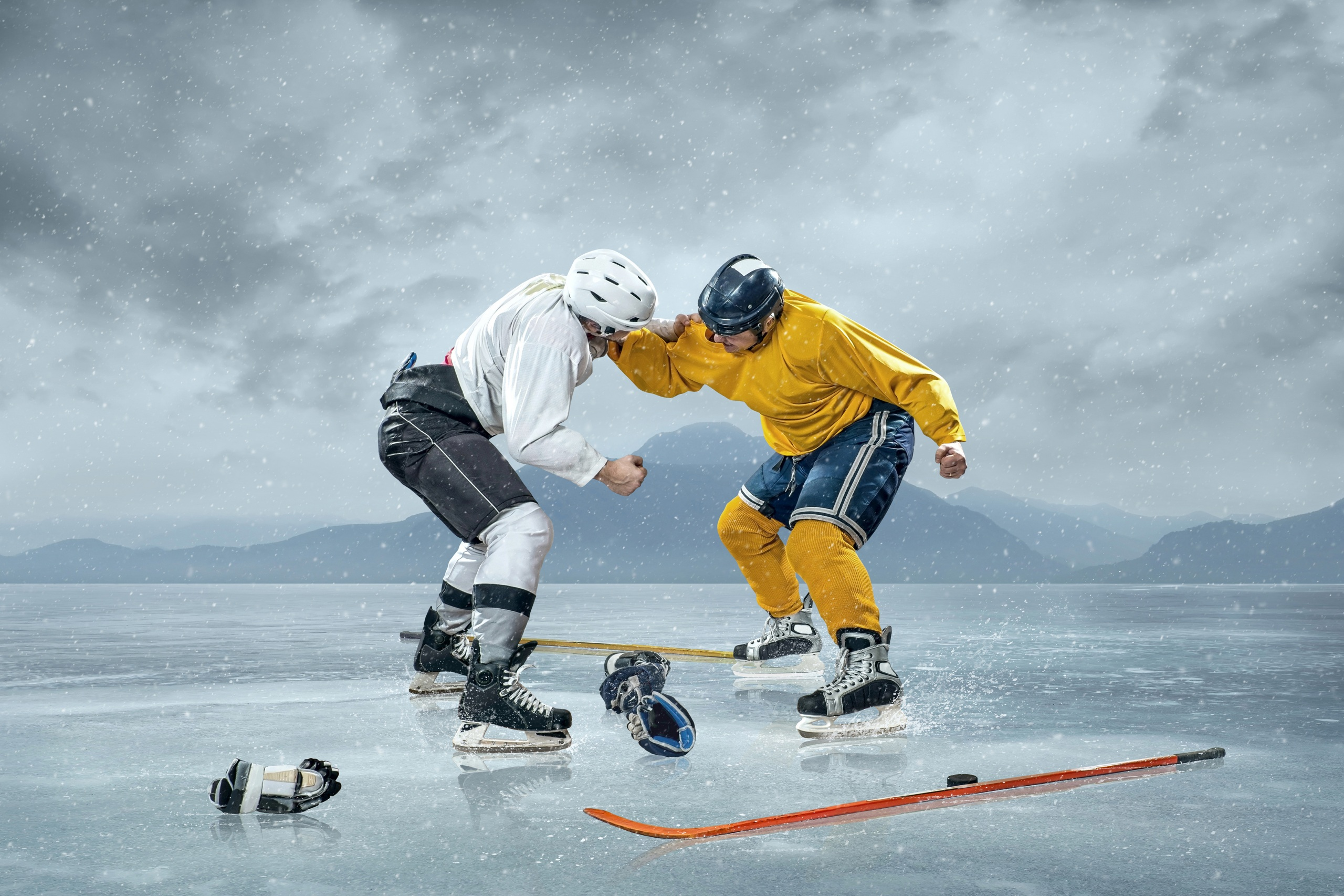 Bilder Helm Mann Eis Zwei Sport Schlägerei Hockey Uniform 2560x1706 2