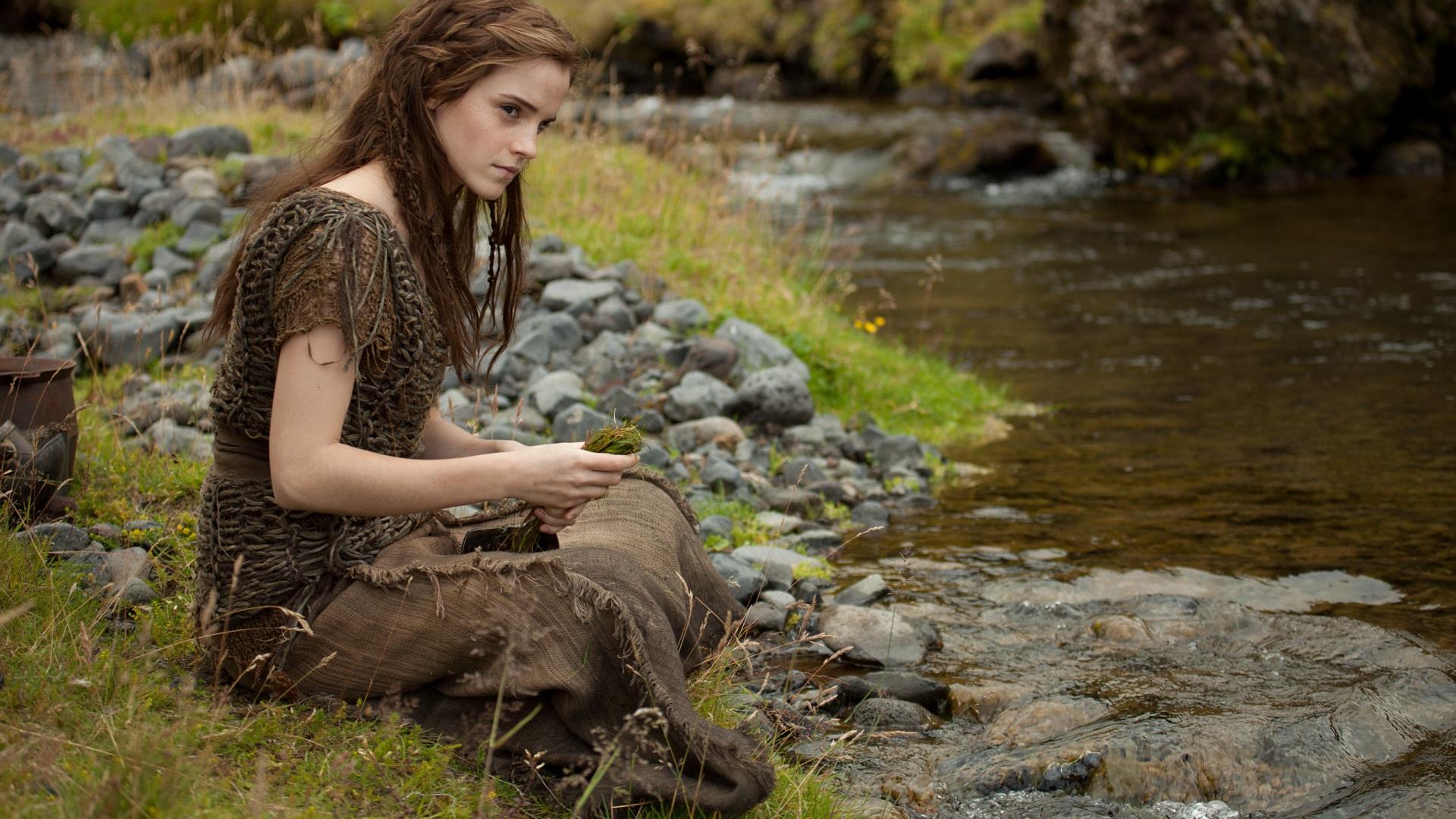 Bilder von Emma Watson Noah Bach Mädchens Steine Sitzend Blick Prominente 1920x1080 Bäche sitzt sitzen Starren