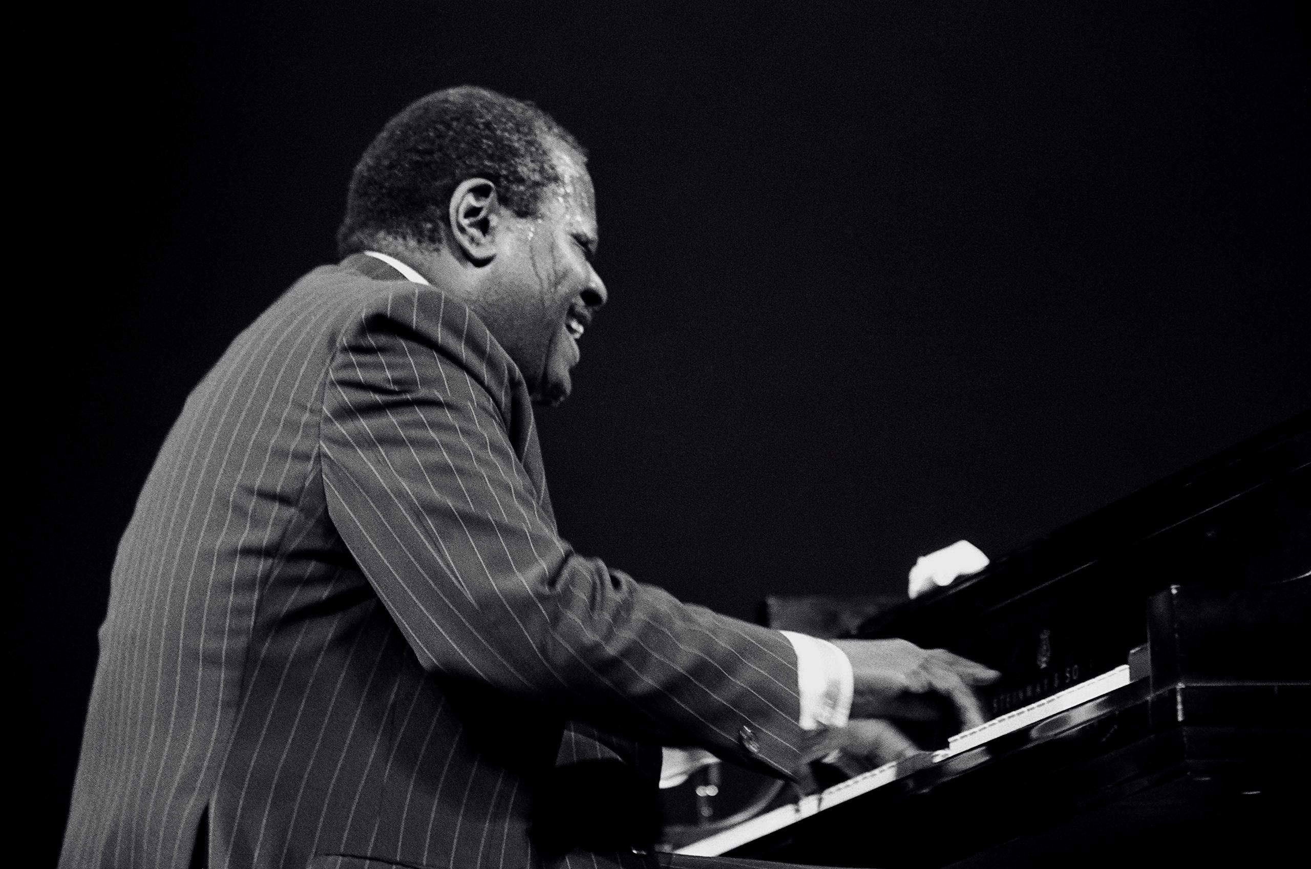 壁紙 男性 Oscar Peterson Piano 黒人 スーツ ダウンロード 写真