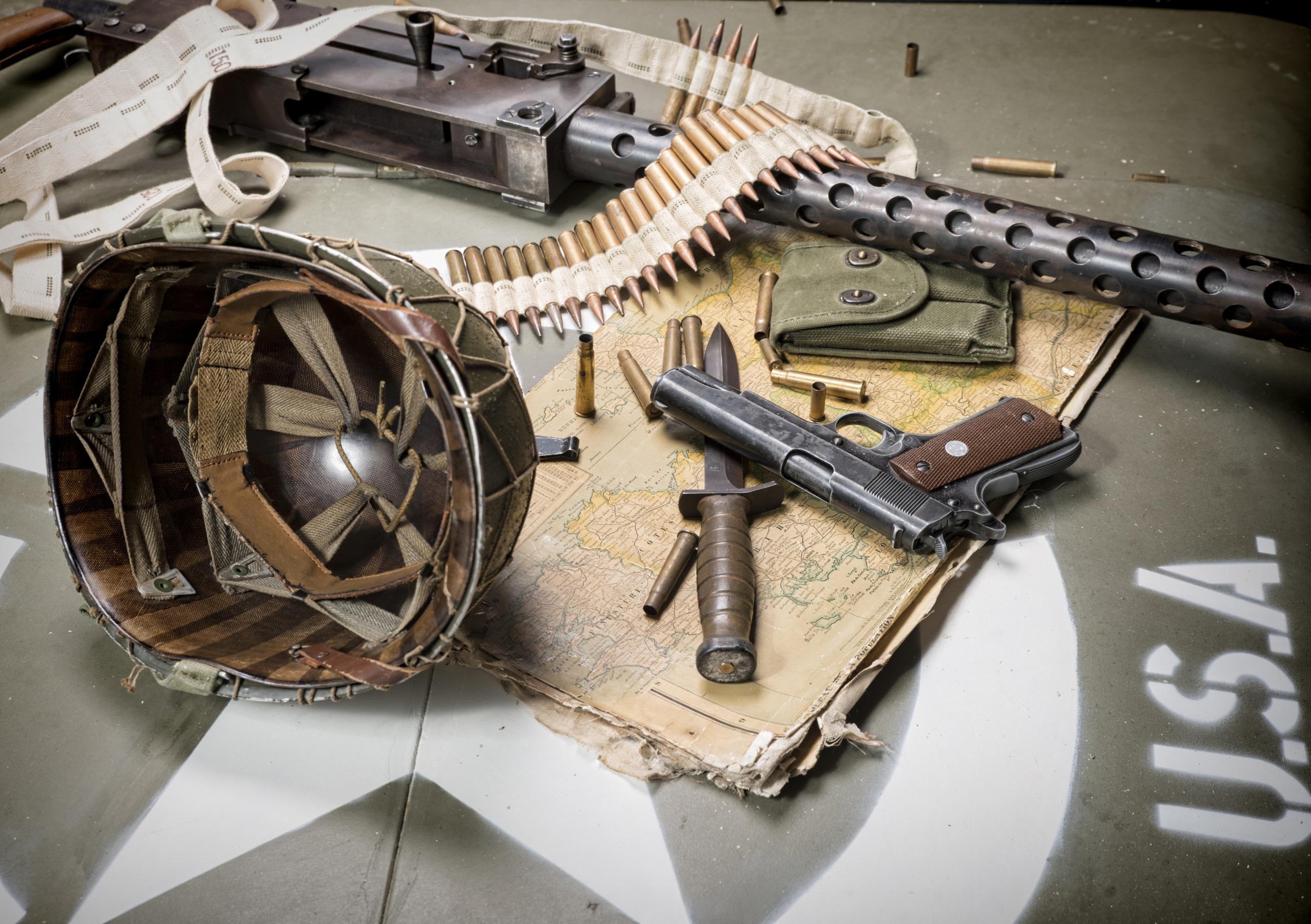 壁紙 2560x1805 ミリタリーヘルメット ピストル ナイフ ートリッジ 火器 機関銃 アメリカの 陸軍 ダウンロード 写真