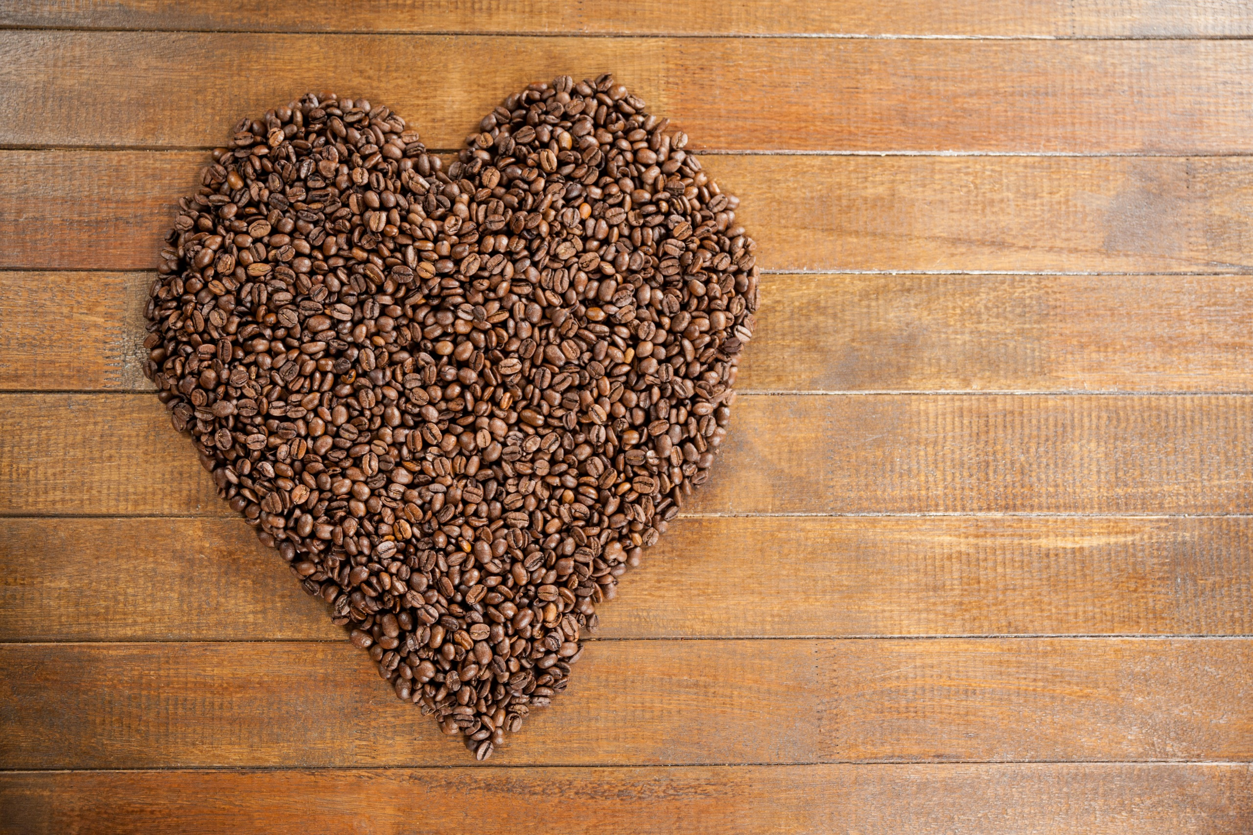 Fotos von Valentinstag Herz Kaffee Getreide das Essen Bretter 2560x1706 Lebensmittel