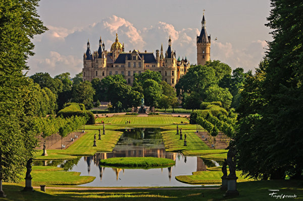 Picture Germany Schwerin castle park Gardens Cities 600x399 Castles Parks