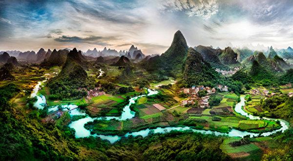Fotos von China Guangxi Province Natur Felsen Acker Flusse Gebäude 600x331 Felder Fluss Haus