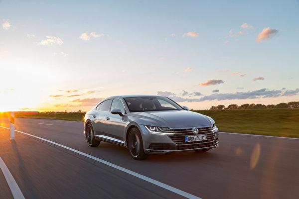 Картинка Фольксваген Arteon 4MOTION Elegance Worldwide Серый едущий машина Металлик 600x400 Volkswagen серая серые едет едущая Движение скорость авто машины Автомобили автомобиль