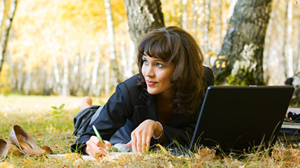 Image Laptops laying Autumn young woman Grass Staring 600x337 esting Lying down Girls female Glance