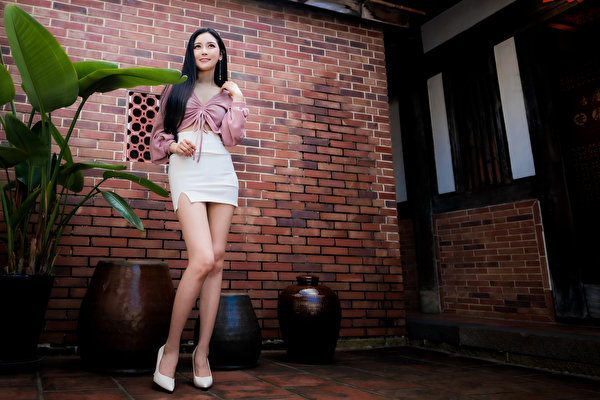 Photos Skirt posing Blouse Girls Legs Asiatic Glance 600x400 Pose female young woman Asian Staring