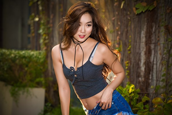 Picture Brown haired blurred background Girls Asiatic Hands Glance 600x400 Bokeh female young woman Asian Staring