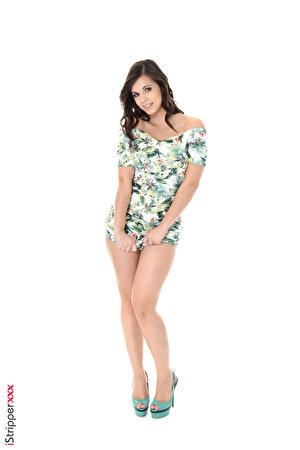 Desktop Hintergrundbilder Nekane Sweet Brünette iStripper Pose Mädchens Bein Hand Weißer hintergrund Kleid Stöckelschuh 300x450 für Handy posiert junge frau junge Frauen High Heels