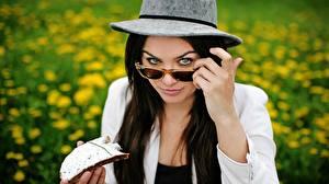 Fonds d'écran Chapeau Lunettes Voir Cheveux noirs Fille Ewa Farna Filles Musique