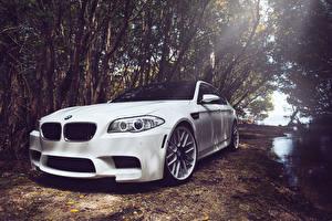 Photo BMW White Headlights m5 f10 auto