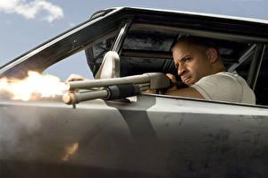 Bakgrundsbilder på skrivbordet The Fast and the Furious Fast Vin Diesel Män Hagelgevär Skytte Filmer Kändisar