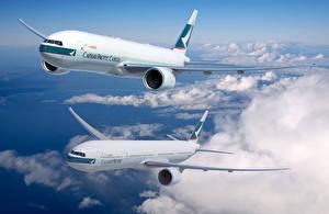 Bilder Flugzeuge Verkehrsflugzeug Himmel Boeing Flug Wolke Cathay Pacific Boeing 777