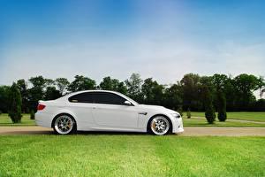 Picture BMW White Grass Lawn Side m3 e92 auto