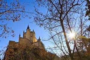 Hintergrundbilder Burg Spanien Sonne Bäume Ast Segovia Städte