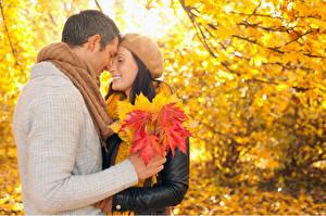Fonds d'écran Saison Automne Couples dans l'amour Homme Pull-over D'érable Rendez vous galant Nature Filles