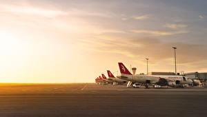 Hintergrundbilder Flugzeuge Verkehrsflugzeug Himmel Boeing Air Arabia Boeing 777 Luftfahrt