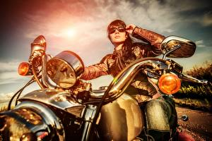 Fotos Motorradfahrer Brille Mädchens