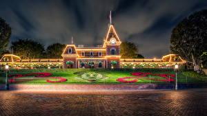 Fotos Vereinigte Staaten Disneyland Park Gebäude Kalifornien Anaheim HDRI Design Nacht Rasen Städte