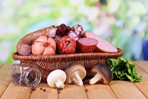 Hintergrundbilder Fleischwaren Wurst Pilze Weidenkorb Lebensmittel