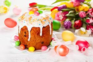 Hintergrundbilder Feiertage Ostern Backware Tulpen Kulitsch Zuckerguss Eier