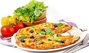 Hintergrundbilder Pizza Tomaten Paprika Teller Essgabel Basilikum Lebensmittel