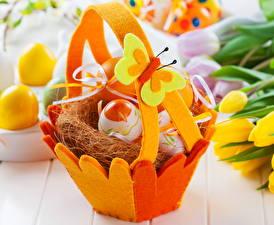 Fotos Feiertage Ostern Ei Weidenkorb Nest