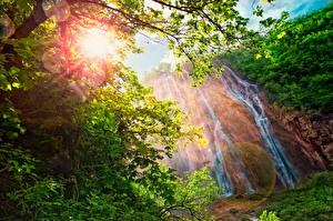 Bilder Wasserfall Lichtstrahl Ast Natur