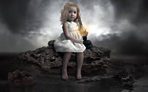 Fotos Spielzeuge Teddybär Petroleumlampe Kleine Mädchen Sitzend Kinder