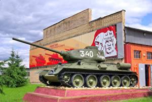 Bilder Panzer Denkmal T-34 T-34-85 Heer