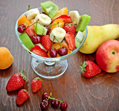 Pictures Fruit Strawberry Cherry Chinese gooseberry Apples Pears