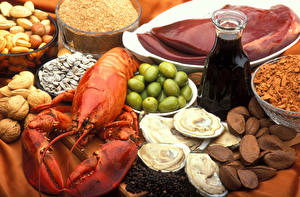 Bilder Stillleben Meeresfrüchte Nussfrüchte Gewürze Hummerartige Flasche