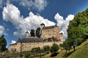Bureaubladachtergronden Oostenrijk Burcht Hemelgewelf Bomen Wolken Rappottenstein een stad