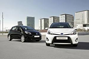 Photo Toyota 2 Metallic Front Hybrid vehicle 2012 Yaris Hybrid Cars