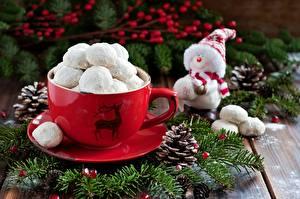 Fotos Süßigkeiten Spielzeuge Tasse Untertasse Zapfen Schneemänner Ast Lebensmittel