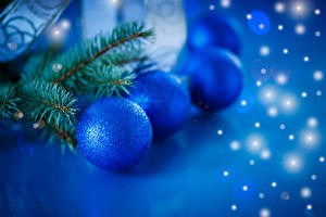 Fotos Feiertage Neujahr Ast Kugeln Hellblau