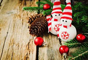 Bilder Feiertage Neujahr Ast Kugeln Zapfen Schneemänner Mütze