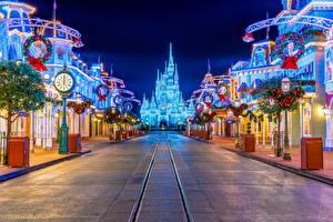 Fotos Vereinigte Staaten Disneyland Park Gebäude Uhr Kalifornien HDRI Anaheim Straße Nacht Städte