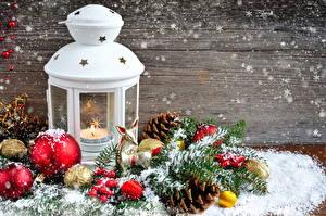 Fotos Feiertage Neujahr Kerzen Ast Kugeln Zapfen Schnee