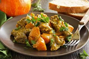 Bilder Fleischwaren Nahaufnahme Teller Essgabel das Essen