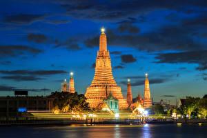 Sfondi desktop Thailandia Edificio Fiume Bangkok Notte Lampioni Città